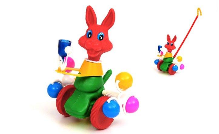 Stumjamā rotaļlieta ar zvanu Zaķītis SUCHANEK 077